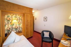 Ein Sitzbereich in der Unterkunft Hotel-Gasthof Zum Weyssen Rössle