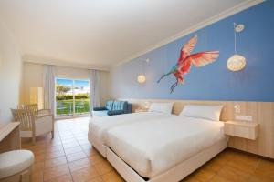 A bed or beds in a room at Iberostar Founty Beach