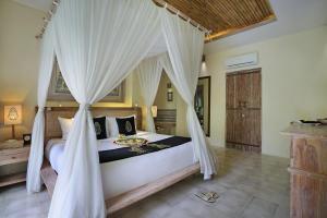 A bed or beds in a room at The Kayon Resort by Pramana