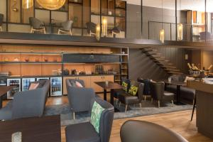 A restaurant or other place to eat at Novotel Charleroi Centre