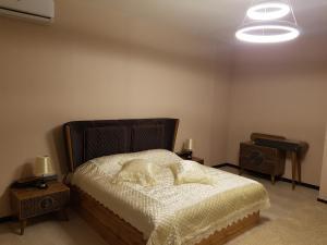 Кровать или кровати в номере Rohat apartaments