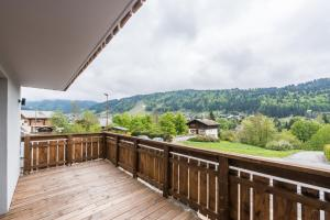 Balcon ou terrasse dans l'établissement Emerald Stay Apartments Morzine - by EMERALD STAY