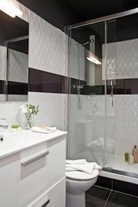 A bathroom at AinB Eixample-Miro Apartments