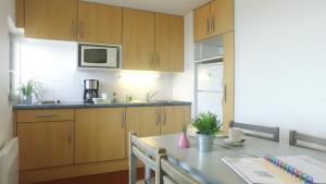 A kitchen or kitchenette at VVF Villages « La Plage des Grands Sables » Île-de-Groix
