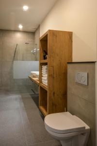 A bathroom at appartementen Valkenburg / Den Driesch