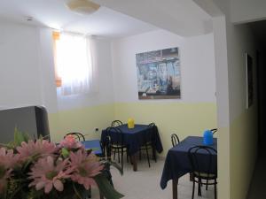 Um restaurante ou outro lugar para comer em Antica Raffineria