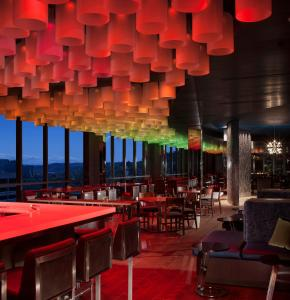 A restaurant or other place to eat at The Porter Portland, Curio Collection By Hilton