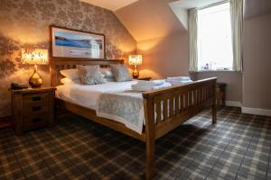 A bed or beds in a room at Cairndow Stagecoach Inn