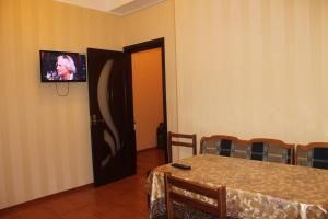 Телевизор и/или развлекательный центр в Apartment in Kurortnyi Gorodok