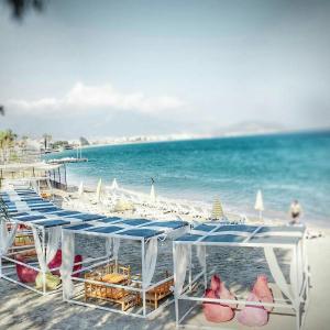 شاطئ عند الفندق أو بالجوار