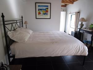 Een bed of bedden in een kamer bij Vila Holanda Bed & Breakfast
