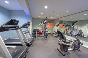 The fitness centre and/or fitness facilities at Best Western at O'Hare