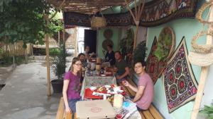 A restaurant or other place to eat at Amir Hostel
