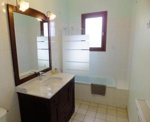 Salle de bains dans l'établissement Le Clos Gentiane