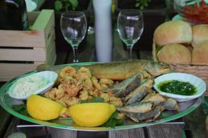 Hrana v oz. blizu gostišča