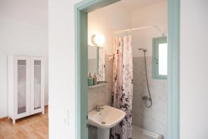 A bathroom at Asterias