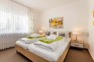 A bed or beds in a room at Hotel Ostseeresidenz Cammann Grömitz