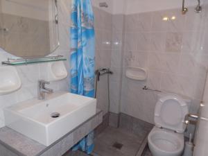 A bathroom at Margarita Karidi