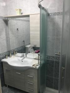 A bathroom at Apartments and Rooms Oražem Zoro