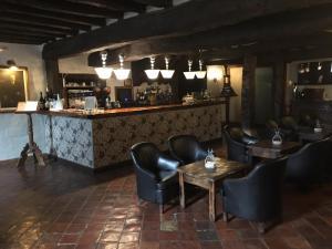 The lounge or bar area at Hotel Palacio de Elorriaga