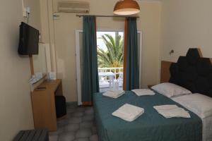A bed or beds in a room at Albatros Hotel