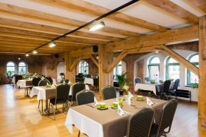Ein Restaurant oder anderes Speiselokal in der Unterkunft Hotel Alte Ölmühle Wittenberge