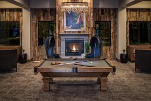 A pool table at SpringHill Suites by Marriott Springdale Zion National Park