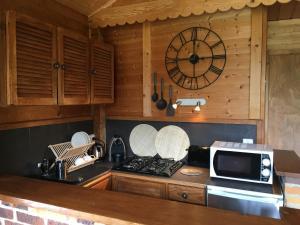 A kitchen or kitchenette at Le Petit Skieur B&B