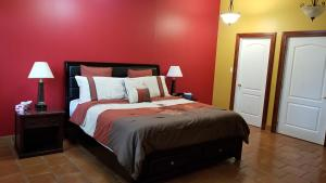 A bed or beds in a room at Riverview B&B