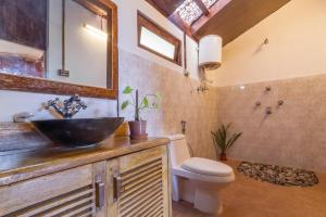 A bathroom at Munlom Nature Resort
