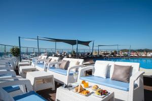 En restaurang eller annat matställe på Hotel El Puerto by Pierre Vacances