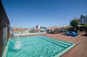 The swimming pool at or close to Jupiter Lisboa Hotel