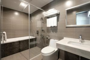 A bathroom at Mo