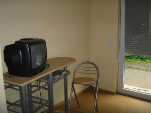 A television and/or entertainment center at Gasthof Zum Stausee
