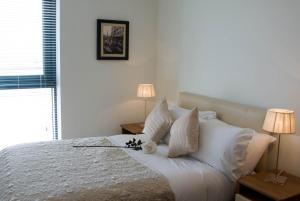 A bed or beds in a room at The Western Citypoint Apartments