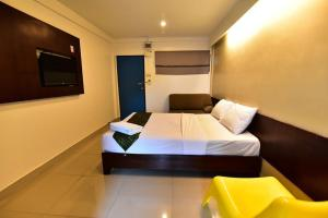 A bed or beds in a room at L42 Hostel Suvarnabhumi Airport