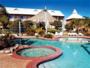 The swimming pool at or near Mercure Bunbury Sanctuary Golf Resort