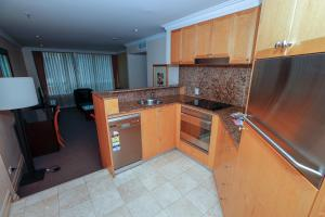 A kitchen or kitchenette at Bond 314