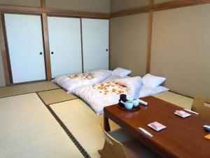 A bed or beds in a room at Taiheikan