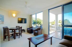 A seating area at at Whitsunday Vista Holiday Apartments