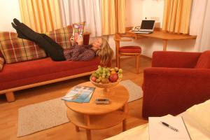Ein Sitzbereich in der Unterkunft Landgasthof & Seminarhotel Kobleder