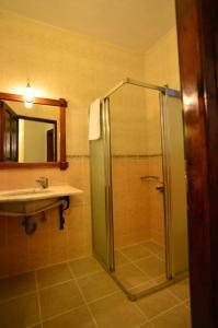 A bathroom at Olive Garden Apart Hotel