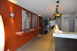 De lobby of receptie bij Hotel Adagio
