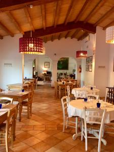 A restaurant or other place to eat at Agriturismo al Colle