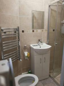 A bathroom at Rest room near to Heathrow Airport