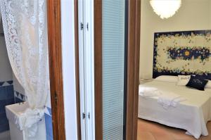A bed or beds in a room at La Corte dei Naviganti B&B