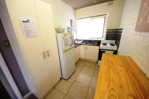 A kitchen or kitchenette at Anglers Lodge Unit 1 at South West Rocks