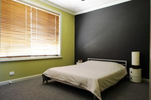A bed or beds in a room at Beachcomber at South West Rocks (Pet Friendly)
