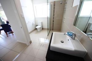 A bathroom at Geckos at South West Rocks