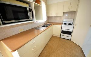 A kitchen or kitchenette at Creekside at Hat Head
